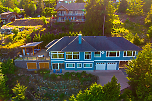 987 Seaview Place